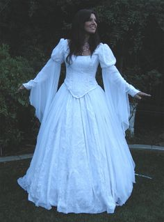A lovely dress with nice sleeves and good lines... floofier than the others I'm considering, but still my taste.