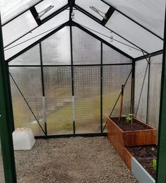 Endelig kom en mulighet til å få vaske drivhus før vinteren!