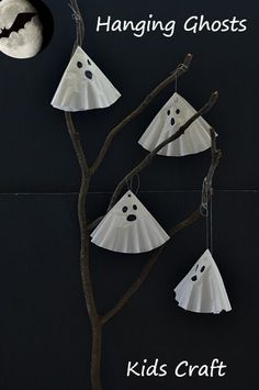 Simple and cute ghost craft for kids. Perfect as a Halloween craft activity for toddlers and preschoolers. Post has other ideas for using this activity as a prop and Halloween decor item.