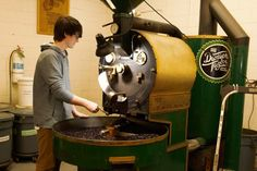 5 Ways Roasteries & Cafés Can Keep Quality High - Perfect Daily Grind Taylors Coffee, Coffee Farm, Let's Have Fun, Coffee Roasting, 5 Ways, Canning, Vintage, Toaster, Vintage Comics