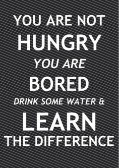 Atunci când o persoană bea câte un pahar de apă de mai multe ori pe zi, reușește să își țină mai bine apetitul alimentar sub control, întrucât organismul nu distinge foarte bine foamea de sete. Așadar, în loc de o gustare, se poate consuma un pahar de apă pentru obținerea unei senzații temporare de sațietate.