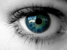 Purple eyes - Beauty Tips, Caring and Eye Makeup Tips For Blue Eyes Pretty Eyes, Cool Eyes, Beautiful Eyes Color, Amazing Eyes, Gorgeous Eyes, Beautiful Things, Beautiful People, Human Eye, Colored Contacts