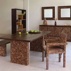 A stunning coconut shell & teak wood dining room set - Natura by Dsign. Coconut shell furniture - a top trend of eco luxury.