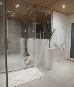 """219 tykkäystä, 2 kommenttia - Annika Seppälä, 31 (@pellavaa_ja_pastellia) Instagramissa: """"BathroomJoko luit postaukseni näistä upeista valkoisista ruukuista? Näihin yksinkertaisiin ja…"""" Home Spa, Shower Tile, Home N Decor, Room Diy, Apartment Decor, Apartment Inspiration, Dream Bathroom, Interior Deco, Bathroom Inspiration"""