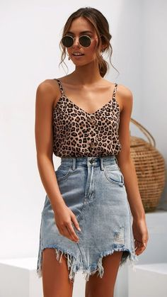 Leo Look Leoprint Summer Outfit Ladies Jeans Rock Sommer-Look Mode Outfits, Edgy Outfits, Casual Date Night Outfits, Outfit Night, School Outfits, Fashion 2020, Look Fashion, Fashion Pics, Red Fashion