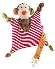 Ce joli doudou singe coloré accompagnera votre enfant au quotidien, dans ses rires et ses premiers chagrins. Avec son attache, il lui permettra de retenir sa tétine pour qu'elle soit toujours à disposition. Facile à tenir, grignoter et mâchouiller grâce à ses noeuds, ce doudou en coton naturel sera le compagnon de toutes les aventures. Lavage facile.  Format: 27 x 22 x 9 cm