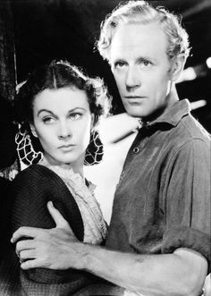Vivian Leigh and Leslie Howard on the set of 'GWTW'