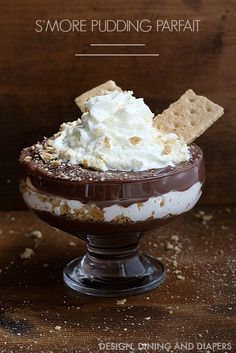 Easy S'more Pudding Parfait! Made with Chocolate Pudding, Marshmallow Fluff and Graham Crackers!