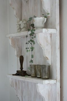 attack smaller shelves to old door, paint white and sand for wear for wall shelf - andrella liebt herzen