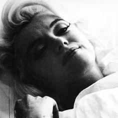 Marilyn Monroe - The Entire Bert Stern Photoshoot - Hot Famous Divas Bert Stern, Hollywood Icons, Vintage Hollywood, Hollywood Glamour, Classic Hollywood, Hollywood Stars, Fotos Marilyn Monroe, Divas, Portrait Studio