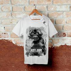 🖕Just Give Me Some Space🖕 Esta camiseta faz parte da primeira coleção da @UseOnFleek. Estampa exclusiva que brinca com a cômica necessidade de mais espaço presente na vida de um macaco astronauta; Confeccionada em 100% algodão com corte regular e acabamento impecável. . 📦 Disponível para pronta entrega nas cores: *Camiseta: Branca e Preta. *Estampa: Branca ou Preta. . ❗Tamanhos: PP ao G 💲Valor: R$34,90 📱Contato: (81) 9 9693-2089 | (81) 9 9801-1535