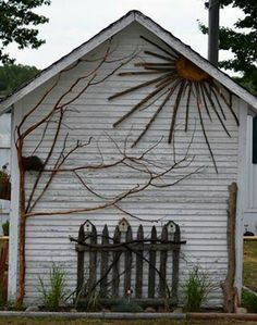 decorated Garden shed. I have the perfect building in my backyard to do this.Artfully decorated Garden shed. I have the perfect building in my backyard to do this. Outdoor Art, Outdoor Gardens, Outdoor Decor, Rustic Outdoor Wall Art, Rustic Fence, Garden Crafts, Garden Projects, Twig Crafts, Art Projects