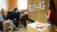 """Workshop zum Projekt Lebensmittel• Donaustadt bei den """"Green Days"""" der Jugend-Umwelt-Plattform JUMP im September 2013 in Salzburg.  Jugendliche und LehrerInnen machten sich Gedanken zu Lebensmittelkreisläufen und diskutierten den Umgang mit Lebensmittelüberschüssen. Salzburg, September, Workshop, Photos, Platform, Teacher, Young Adults, Thoughts, Foods"""