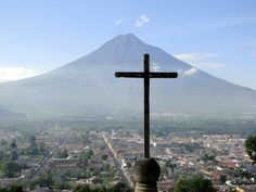 Cerro de la Cruz (Hill of the Cross) is a most visit place when you come to La Antigua Guatemala, with just a 15 minute hike you get a great view of the valley and all the city. It is better to go in groups and not by yourself just to be safe or get a tourism police to go with you.   El cerro de la cruz es una visita que no puedes perderte en tu viaje a la Antigua Guatemala, la vista del valle y la ciudad es impresionante. Siempre toma tus precauciones, ve en grupo o con la policia de…