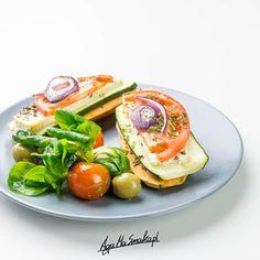 Co zamiast chleba? - 10 pomysłów na zamienniki pieczywa ⋆ AgaMaSmaka - żyj i jedz zdrowo! Avocado Egg, Avocado Toast, Tofu, Breakfast, Health, Food Heaven, Morning Coffee, Health Care, Avocado Egg Boats
