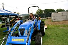 Edgymix in Tractor race