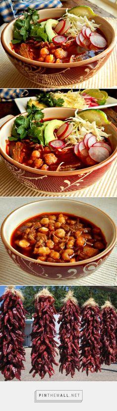 El pozole es la sopa. Pozole es de México. Esta hecho de las verduras. Comer mucho en Navidad.