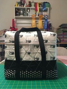 Featherweight tote