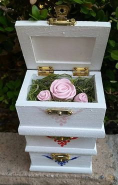 Mother's day gifts can be unique! Get the mom in your life some roses in her favorite color and they won't wilt!   Great gift idea for her :)