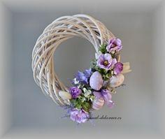 velikonočni obrazky | Věnec na dveře jarní, velikonoční, fialové anamonky - ratan ...