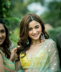 Alia Bhatt is the bridesmaid you want at your wedding. Last year we saw her rock some amazing outfits and still not outshine her bestie Kripa Mehta, and this time around, another one o. Indian Celebrities, Bollywood Celebrities, Bollywood Fashion, Bollywood Actress, Bollywood Style, Alia Bhatt Photoshoot, Aalia Bhatt, Alia Bhatt Cute, Alia And Varun