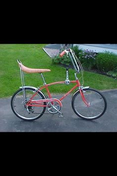 The Schwinn Stingray was a cool bike. See photos and documentation from vintage catalogs of this great old bike spanning the years from 1964 to Boys Toy Box, Toys For Boys, Boy Toys, My Childhood Memories, Great Memories, School Memories, Childhood Toys, Vintage Bikes, Vintage Toys