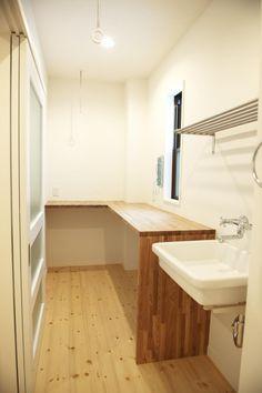 リノベーション・リフォーム会社:スタイル工房「N邸・こだわりのシンプルナチュラル空間」 Bathroom Toilets, Laundry In Bathroom, Washroom, My Home Design, House Design, Parents Room, Ideal Home, My House, Sink