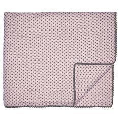 Traumhaft schön ist diese hochwertige rosane Steppdecke von Greengate. Die kleinen dunklen Punkte geben der Decke einen einzigartigen Touch. Die große Decke eignet sich als Überwurf fürs Bett, als Kuscheldecke fürs Sofa oder auch als Krabbeldecke für die ganz Kleinen. Praktisch: In der Waschmaschine waschbar. Die Decke finden Sie bei uns in verschiedenen Farben und den typischen Greengate Mustern.