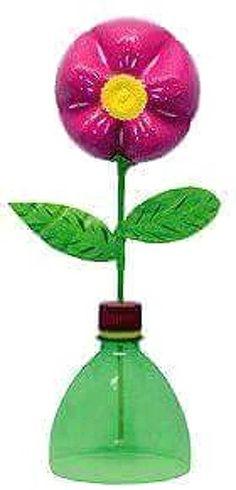 Fleur pour maman partir d une bouteille en pla Plastic Bottle Flowers, Plastic Bottle Crafts, Plastic Bottles, Preschool Crafts, Easy Crafts, Crafts For Kids, Recycled Bottles, Recycled Crafts, Projects For Kids