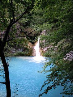 @AmazingSpain: #Urederra un río color turquesa, una maravillas de la naturaleza española #Navarra #TurismoNavarra pic.twitter.com/9WBEZttWyl