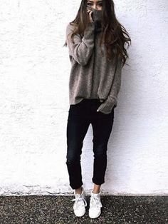 Casual look | Oversize turtle neck sweater with black pants and sneakers