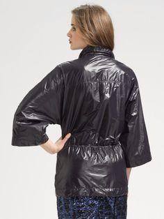 Bilde fra http://cdnd.lystit.com/photos/2010/12/21/tory-burch-black-metallic-nylon-trench-coat-product-2-160987-616710348_large_flex.jpeg.