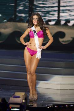 Melissa Gurgel desfila de biquíni nas preliminares do Miss Universo