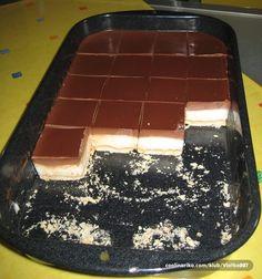 Sastojci 1l mlijeka 12 žlica gustina 8 žlica šećera 20 dag margarina 1/2 l slatkog vrhnja 30 dag čokolade za kuhanje petit keks Priprema BIJELA KREMA:1.Za bijelu kremu pomiješati 2 dcl mlijeka, 12 žlica gustina, 8 žlica šećera sipati u 8 dcl uzavrelog mlijeka i u ohlađeno umiješati 20 dag margarina CRNA KREMA:2.Za crnu kremu..