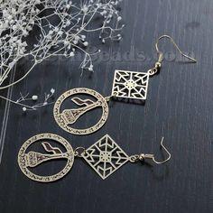 https://www.doreenbeads.com/new-fashion-copper-filigree-stamping-earrings-ear-wire-hooks-geometric-rhombus-gold-plated-hollow-70mm2-68-x-25mm1-1-pair-p-112327.html