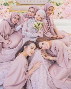 Search for Bridesmaid Dresses at SHEIN. Discover the latest women's, men's and kids' fashion online Malay Wedding Dress, Hijab Wedding Dresses, Disney Wedding Dresses, Hijab Bride, Bridesmaid Dresses, Nigerian Weddings, African Weddings, Muslim Brides, Groom Poses