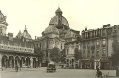 Piața și Casa (Pavilionul) Anticarilor, anii 30  Pavilionul va fi amenajat la mijlocul anilor 20 și demolat prin 1943 la ordinul primarului de atunci, generalul Ion Rășcanu, în spațiul delimitat de Palatul CEC, Vama Poștei și Hotel de France. (azi, spațiul este ocupat de clădirea BCR și o parte din str. Mihai Vodă) Little Paris, Bucharest Romania, Old Photography, My Town, Old City, Beautiful Architecture, Timeline Photos, Time Travel, Wonderful Places