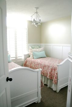 small space with twin beds