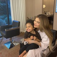 Kylie Jenner posts cute snap of her and Stormi .as well as latest bikini shot Trajes Kylie Jenner, Estilo Kylie Jenner, Kylie Jenner Makeup, Kendall Jenner, Kylie Jenner Baby, Kylie Baby, Travis Scott Kylie Jenner, Kyle Jenner, Kylie Jenner Instagram