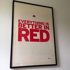 Ineke Nordt: Een jaar of 8 geleden, toen ik mijn haar nog rood verfde, kreeg ik deze poster van het team waar ik mee werkte. Ze moesten vreselijk lachen toen ze me de poster gaven. De teleurstelling was groot toen ze zagen dat ik 'm niet op mijn kantoor hing. Totdat ik ze een foto liet zien van de ingelijste poster thuis boven de bank. Ze stonden te glimmen met z'n allen.   Ik heb 'm nog steeds en ik word er nog steeds blij van. Thnx guys! smile emoticon