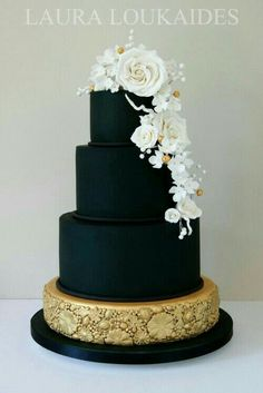 Pretty cake. Have to say I love the all black cake its different, and unique then an normal white cake.