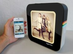 Digital photo frames have been around for a long time and have proven to be very popular. There are a few digital photo frames out there that have Wi-Fi Cadre Photo Instagram, Instagram Snap, Fotos Do Instagram, Instagram Frame, Instagram Accounts, Instagram Display, Instagram Images, Instagram Ideas, Tech Gadgets