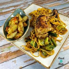 Sticky Chilli Chicken with Noodles – Pinch Of Nom Slimming Recipes Sticky Chilli Chicken mit Nudeln – Prise Nom Slimming Recipes Easy Chicken Recipes, Asian Recipes, Healthy Recipes, Ethnic Recipes, Chinese Recipes, Healthy Dinners, Quick Meals, Healthy Foods, Slimming World Dinners