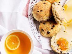 Juustoskonssit / Cheese scones / Kotiliesi.fi / Kuva/Photo: Sampo Korhonen/Otavamedia Cheese Scones, Bun Recipe, Bread Recipes, Pancakes, Rolls, Tasty, Cookies, Baking, Breakfast