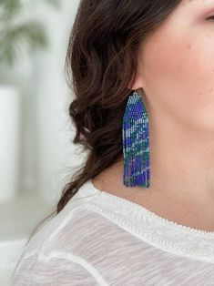 These exclusive pebble style fringe earrings were designed and beaded by me from scratch, inspired by colors of the ocean. You can be sure that no one has the same pair, your earrings are one of a kind 💫 Long dangle and drop blue, violet, green and silver earrings. Bright, eye-catching, perfect for Brick Stitch Earrings, Seed Bead Earrings, Fringe Earrings, Beaded Earrings, Earrings Handmade, Seed Beads, Beaded Jewelry, Silver Earrings, Drop Earrings
