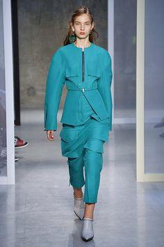 Marni se ha reivindicado en la Milan Fashion Week como una de las firmas italianas más  emblemáticas. Consuelo Castiglioni ha ofrecido una colección dirigida a una mujer sofisticad