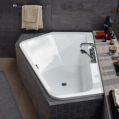 A new bathtub design that is perfect for two people Any person can develop a home sweet property, even when the budget is tight.