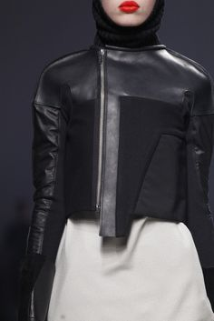Reminder to me... when sewing think Rick Owens jackets!!!! Love!!!! (I sometimes remodeled my old jackets) :)