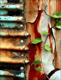 Some interestling rust, patterns and colours created by decaying. Rusted Metal, Metal Art, Foto Macro, Rust Never Sleeps, Peeling Paint, Nature Artwork, Rust Color, Texture Art, Abstract Photography