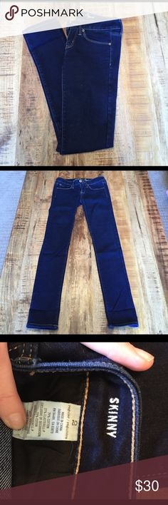 American Eagle dark wash skinny jeans size 2 Like new- only wore maybe 3 times. Size 2. American Eagle Outfitters Jeans Skinny